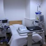 重傷度の高い患者様や飛沫・空気感染者用のベッドです。