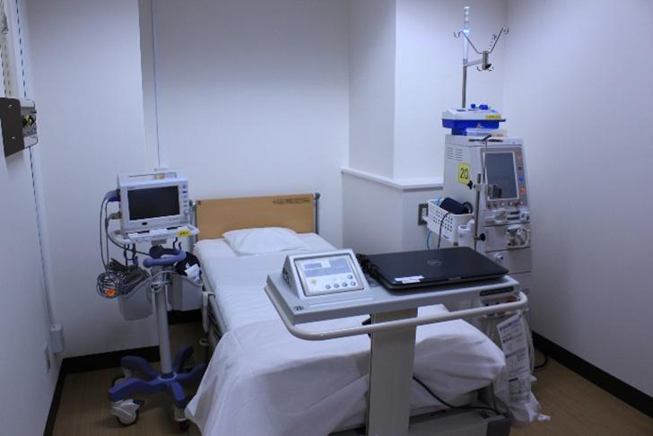 重傷度の高い患者さんや飛沫・空気感染者用のベッドです。